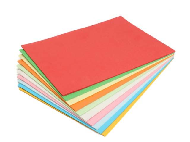 Cắt sao năm cánh từ các loại giấy màu